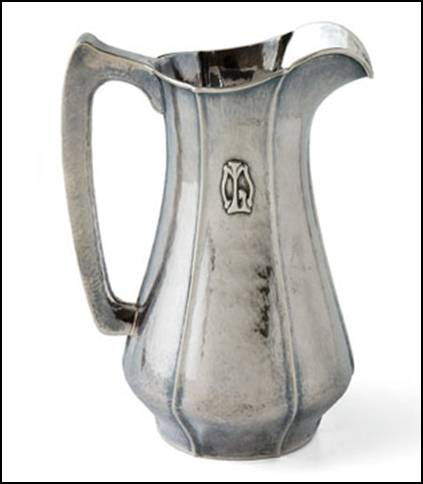 Kalo pitcher with outward-pointing flutes