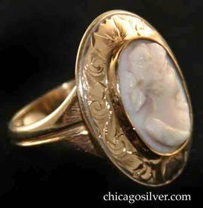 Kalo ring, gold, with cameo