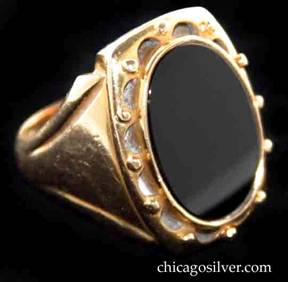 Kalo ring, gold, with onyx stone